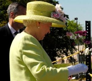 Queen Eliz in hat by WoodleyWonderWorks